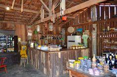 Compre produtos da roça na Venda do Zé. Buy farm products like coffee, cheese, cachaça among others at Monte Alegre Farm.