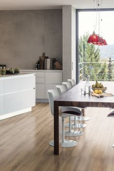 Tobacco Oak is PVC free, plasticiser free & waterproof. HARO DISANO Classic Aqua is the ultimate in healthy living. Underfloor Heating Systems, Waterproof Flooring, Living Environment, Types Of Wood, Real Wood, Plank, Color Change, Sustainability, Kitchens