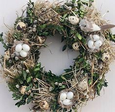 natural Wreath of buxus, hay, egg shells and feathers. complete with bird and nests. Diy Easter Decorations, Christmas Decorations, Holiday Decor, Easter Wreaths, Christmas Wreaths, Diy Osterschmuck, Speckled Eggs, Buxus, Easter Flowers