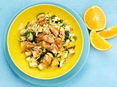 Valmista maukas ja riittoisa kanakuskus. Appelsiinin kuori ja lohkot tuovat kuskusruokaan pirteyttä ja hedelmäisyyttä. Tarjoa kana-appelsiinikuskus lämpimänä.
