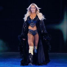 (TheQueen) WWE Charlotte Flair (former Women's Champion).She gets a championship Match at next PPV vs. Smack Down Champion WWE Wrestling Divas, Women's Wrestling, Female Wrestlers, Wwe Wrestlers, Charlotte Flair Wwe, Wrestlemania 29, Becky Wwe, Wwe Girls, Raw Women's Champion