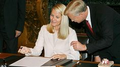 Princess Mette-Marit wears on 18 October 2006 in the Golden Book of the City of…
