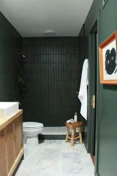 Most current Snap Shots Vintage Bathroom green Tips Ensuring your bathroom existence approximately the luxury aesthetic of the rest of your property can Green Accent Walls, Green Accents, Altea, Shower Fixtures, The Tile Shop, Bathroom Trends, Bathroom Renovations, Bathroom Interior Design, Interior Ideas