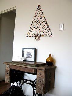 button christmas tree wall