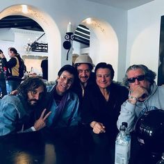 *******❤️❤️❤️❤️🍷🎶🎶Another new pic from last night Steve jones; Slim Jim Phantom, Steve Perry, Vincent Gallo Alice in Chains Rolling Stone. In WeHo CA. Vincent Gallo, Arena Rock, Journey Steve Perry, Alice In Chains, Perfect Man, Rolling Stones, Beautiful Men, Handsome, Singer