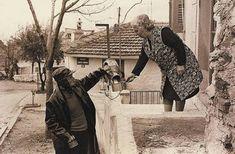 Οι Αναμνήσεις μας: Ο γαλατάς.Ένα επάγγελμα που χάθηκε στο μέλλον Greece Pictures, Greece Photography, Cinema Theatre, City People, Greek History, Greek Wedding, Thessaloniki, Athens Greece, Old Photos