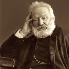 Роден на 26-ти февруари 1802 г. в Безансон, Франция http://webstage.bg/li-ri-chni-otkloneniya/2645-narodat-ima-detska-cherta-toy-obicha-sladko-viktor-yugo.html