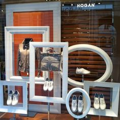Visual Merchandiser, styling and still life designs Easy window display to make with some old frames by janell Salon Window Display, Store Window Displays, Shoe Display, Frame Display, Display Design, Photo Displays, Store Design, Retail Displays, Display Ideas