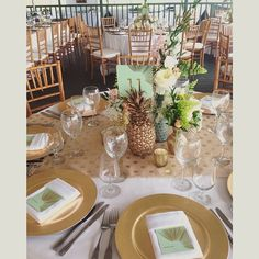 Our gold pineapple holders made the best stanchions! We loved this table setting! Have a great wedding @vintageandlaceweddings #blissinbloom #hawaii #pineapplelove #vintageandlace www.blissinbloom.com