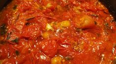 In summer I turned an abundance of perfectly ripe tomatoes into the most flavourful tomato sauce. Vegan Vegetarian, Paleo, Empanadas, Tomato Sauce, Chana Masala, Coco, Vegan Recipes, Stuffed Peppers, Vegetables Garden