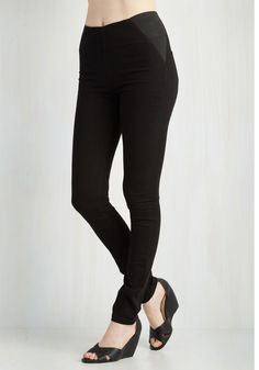 Sleeks for Itself Pants in Black. Your look speaks volumes about your fab fashion sense when these stretch skinnies are the star! #black #modcloth