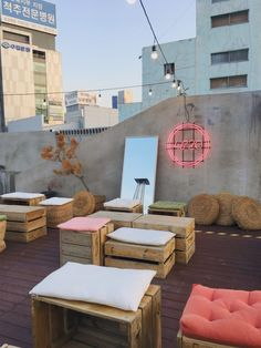 rooftop decor Rooftops in Daegu: Cafes & Bars Rooftop Decor, Rooftop Design, Rooftop Patio, Terrace Design, Rooftop Bar, Patio Design, Daegu, Cafe Interior Design, Cafe Design
