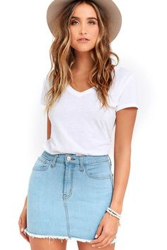We're dreaming little denim dreams and the Pop and Lock Light Wash Denim Mini Skirt is front and center! Stretch denim falls from a belt loop-accented waistband into a five-pocket cut and a short, frayed hem. Branded top button and zip fly.
