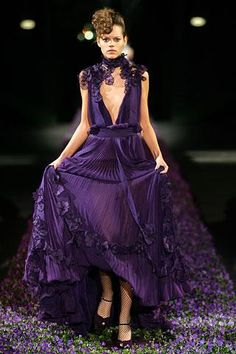 30607d5069 Saint Laurent Spring 2007 Ready-to-Wear Fashion Show - Freja Beha Erichsen.  Betsy Zalewski · PURPLE GOWNS