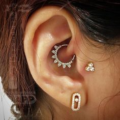 Those gals killed it out there! From Saudi Arabia, here is a tragus piercing by @lysataylor and a daith piercing by @reflectionsoflight done during their most recent adventure at the @lambandlu Piercing Annex! Nothing less than the best from @bvla