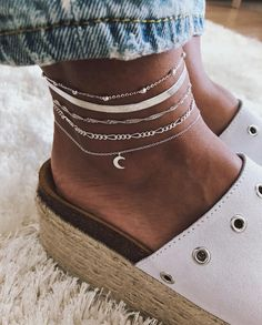 Pinterest: emafl1 ☆ Ankle Bracelets, Simple Bracelets, Cute Jewelry, Stylish Jewelry, Dainty Jewelry, Jewelry Box, Other Accessories, Fashion Accessories, Fashion Jewelry
