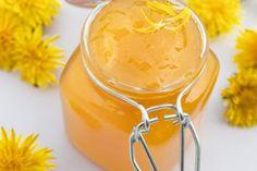 Dieses Rezept ist eine ideale Abwechslung zur Marmelade. Die Löwenzahnmarmelade sollte bald auf Ihrem Frühstücktisch stehen.