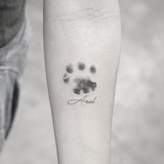 2017 trend Animal Tattoo Designs – Dotwork paw print tattoo by Sanghyuk Ko… 2017 Trend Tier Tattoo Designs – Dotwork Pfotenabdruck Tattoo von Sanghyuk Ko … Cat Paw Print Tattoo, Tatoo Dog, Cat Paw Tattoos, Mini Tattoos, Cute Tattoos, Beautiful Tattoos, Tattoo Cat, Tattoo Animal, Pet Memory Tattoos