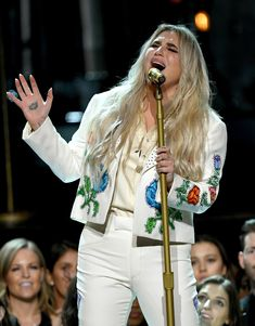 Kesha Delivers Emotional Performance of 'Praying' with Cyndi Lauper & Camila Cabello at Grammys