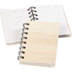 Notitieboekje van houtNotitieboek met 60 vel gelinieerd papier en een omslag van…