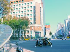 arrived to Zhongshan. Yellow taxi and yellow bike.