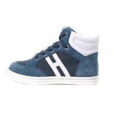 Sneakers bambino 'R141 High Top' firmate Hogan Junior, sono realizzate in prezioso camoscio blu cobalto e inserti traspiranti in rete di nylon di colore blu scuro. #abbigliamento #hoganrebel #shoponline #annameglio