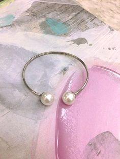 Magnifique bracelet en acier inoxydable et perle de la collection Steelx. Bracelets, Hoop Earrings, Collection, Jewelry, Fashion, Stainless Steel Bracelet, Womens Fashion, Bead, Bangles