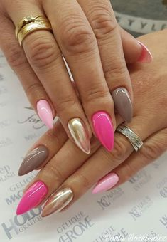 On average, the finger nails grow from 3 to millimeters per month. If it is difficult to change their growth rate, however, it is possible to cheat on their appearance and length through false nails. Gorgeous Nails, Love Nails, Pink Nails, Gel Nails, Acrylic Nails, Polish Nails, Nail Nail, Manicures, Shellac