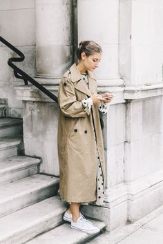 14 Ways to Work Converse into Your Holiday Party Looks, Party Style , Look Fashion, Trendy Fashion, Spring Fashion, Winter Fashion, Fashion Outfits, Fashion Trends, Holiday Fashion, Converse Fashion, Fashion Coat