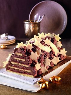 Zvjezdani kolač s čokoladnim šlagom - Recept - žena. Bourbon, Christmas Cookies, Sweet Recipes, Tiramisu, Rum, Xmas, Treats, Candy, Baking