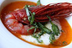 Coulis di pomodoro fresco con burrata di mozzarella e gambero rosso crudo di Mazara del Vallo
