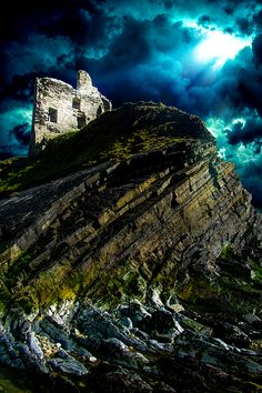 Castle ruins in coastal town Ballibunion (Baile an Bhuinneanaigh), County Kerry, Ireland. Pictures To Paint, Nature Pictures, Cool Pictures, Cool Photos, Wildlife Photography, Landscape Photography, Photo Dream, Castle Ruins, Abandoned Castles