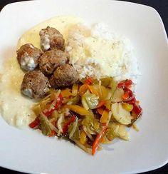 Riža sa povrćem i ćuftama — Domaći Recepti Risotto, Cooking Recipes, Lunch, Ethnic Recipes, Drink, Food, Chef Recipes, Kochen, Beverage