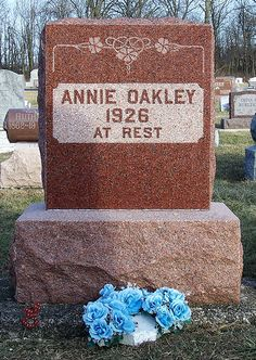 Annie Oakley's grave stone in Greenville, Ohio. Her and her husband Frank Butler died the same year. Cemetery Headstones, Old Cemeteries, Cemetery Art, Graveyards, Annie Oakley, Old West Outlaws, Famous Tombstones, Mary Pickford, Famous Graves