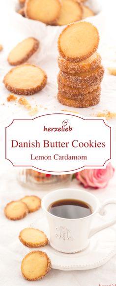 Ich habe das Rezept von meinen Danish Butter Cookies abgewandelt mit Zitrone und Kardamom. Diese Kekse gehören zu den Besten, die ich je gebacken habe! Plätzchen zum Verlieben! Nicht nur zu Weihnachten, sondern auch toll an jedem Tag!