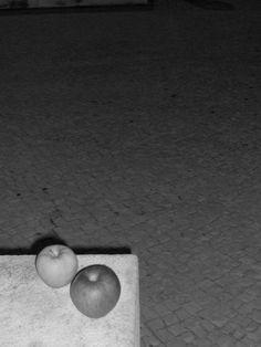 Retrato de duas maçãs | Fotografia de José Daniel Ferreira | Olhares.com