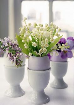 Easter Centerpieces - egg shells and cups are used to display spring flowers - Martha Stewart, via Paper Chick Spring Flower Arrangements, Floral Arrangements, Flower Vases, Bud Vases, Flower Pots, Table Flowers, Floral Centrepieces, Table Arrangements, Flower Ideas
