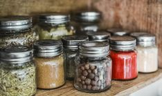 Freeze drying for beginners doesn't need to be difficult. Start out with the information you need to make sure you're getting a strong foundation. Kitchen Herbs, Kitchen Waste, Kitchen Things, Diy Kitchen, Kitchen Ideas, Kitchen Design, Kitchen Cabinets, Homemade Soup, Food Waste