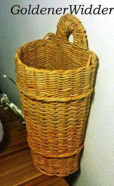 Плетение из газетных трубочек: Кашпо на стену для веток. Пасха. Полукруглая форма. Ушко для того что бы подвесить.