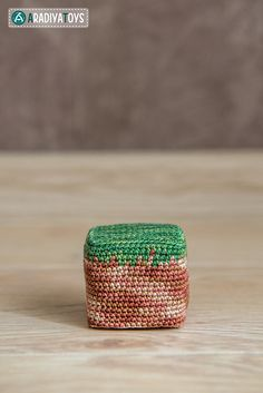 """Introducing unique amigurumi Cube of Dirt pattern! Amazing present for any """"Minecraft"""" fan. Minecraft Crochet Patterns, Minecraft Pattern, Minecraft Knitting, Crochet Toys Patterns, Amigurumi Patterns, Crochet Crafts, Crochet Projects, Crochet Game, All Free Crochet"""