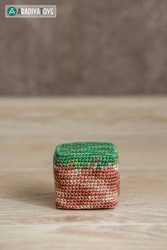 """Ravelry: Cube of Dirt from """"Minecraft"""" pattern by Olka Novitskaya Minecraft Crochet Patterns, Minecraft Pattern, Minecraft Knitting, Crochet Toys Patterns, Amigurumi Patterns, Crochet Crafts, Crochet Projects, Crochet Game, All Free Crochet"""