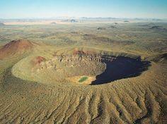 Con sus 1,600 metros de diámetro el Elegante Cráter viene a ser el de mayor tamaño en la Reserva de la Biósfera El Pinacate y Gran Desierto de Altar, Sonora. México. Foto: IUCN. Tilman Jaeger / EFE