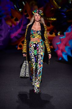 Hailey Baldwin Print Pants - Hailey Baldwin looked like she just stepped out of a cartoon in these multicolored mixed-print pants (and matching top) while walking the Moschino runway.