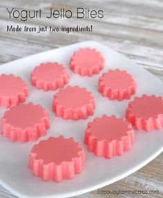 Yogurt Jello Bites - a low carb and sugar free snack recipe, made from just two ingredients! Yogurt Jello Bites - a low carb and sugar free snack recipe, made from just two ingredients! Jello Desserts, Jello Recipes, Yogurt Recipes, Gourmet Recipes, Low Carb Recipes, Snack Recipes, Keto Snacks, Holiday Desserts, Dessert Recipes