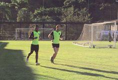 BotafogoDePrimeira: Carli e Emerson fazem atividade com bola e se apro...