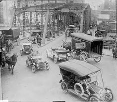 Traffic on a bridge. Most likely the Rush Street Bridge over the Main Branch of the Chicago River. It was replaced by the current Michigan Avenue Bridge. Chicago, Illinois, ca Vintage Pictures, Old Pictures, Old Photos, Us History, American History, Ville New York, Interesting History, Chicago Illinois, The Good Old Days