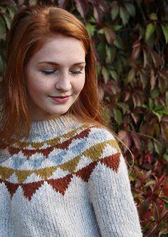Nydelig rundfelt genser med grafisk mønster. Strikket i mjuk og varm Pickles Cozy. Knitting Projects, Fashion, Moda, Fashion Styles, Fashion Illustrations, Knitting Stitches