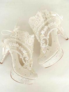 Beauitiful white high laced heels ❤