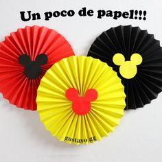 How to Make Paper Rosettes Flowers - mickey mouse decoration ideas Mickey Mouse Birthday Decorations, Fiesta Mickey Mouse, Mickey Mouse Clubhouse Birthday, Baby Mickey, Mickey Birthday, Mickey Party, Mickey Minnie Mouse, Pirate Party, Mouse Parties