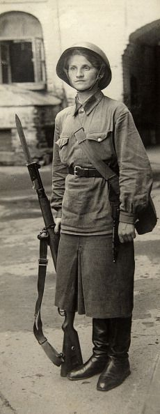 Badass- Woman soldier of the Red Army, Russia, Great Patriotic War, Found in the collection of the Russian State Film and Photo Archive, Krasnogorsk. (Photo by Fine Art Images/Heritage Images/Getty Images) Female Hero, Female Soldier, Military Women, Military History, Red Army, Women In History, Historical Photos, World War Ii, Black And White